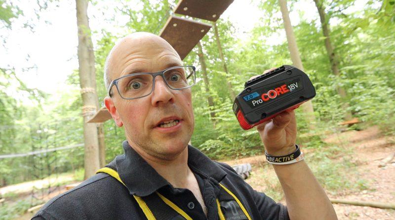 Serviceschrauber aus dem Wald